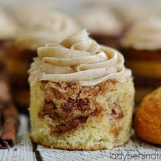 This Cinnamon Roll Bread Pudding is this BEST and can be put together in a matter of minutes. I ordered my cinnamon rolls from my grocery s Cinnamon Roll Bread Pudding, Cinnamon Roll Cupcakes, Churro Cupcakes, Cinnamon Rolls, Caramel Banana Cake, Pineapple Cupcakes, Buzzfeed Food, Candy Buffet, Dog Food Recipes