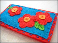 Felt business card holder with cute little flowers - tutorial