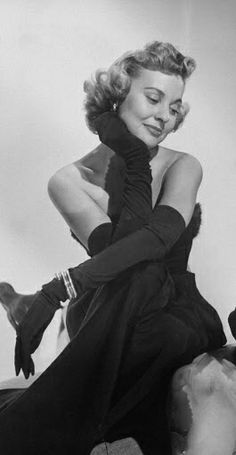 Lola Albright, alluring actress in stylish 'Peter Gunn' TV series, dies at 92 Marie Windsor, Lola Albright, Ethel Waters, Hattie Mcdaniel, Turner Classic Movies, Kirk Douglas, Movie Magazine, Humphrey Bogart, Old Hollywood Glamour