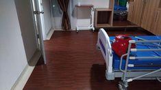 Pemasangan lantai vinyl roll anti bakteri di RSIA Ananda Makassar