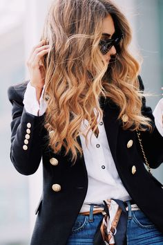 Is the Balmain blazer worth it? The ultimate examination of a wardrobe classic. Style Blazer, Look Blazer, Casual Blazer, Blazer Dress, Women Blazer Outfit, Navy Blazer Outfits, Dress Shoes, Shoes Heels, Balmain Blazer Outfits