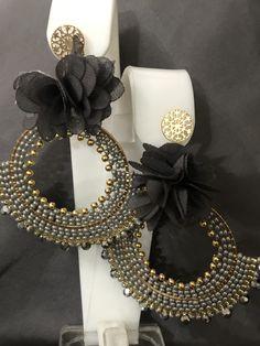 Aretes de flor Peyote Stitch, Brick Stitch, Diy Jewelry Making, Unique Earrings, Yolo, Anklets, Jewelry Crafts, Swarovski Crystals, Jewerly