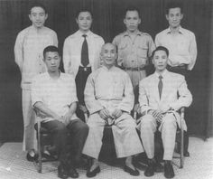 Wong Shun Leung group photo with Ip Man