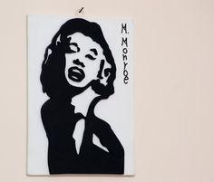 QUADRO MARILYN MONROE lavorato al traforo di FantasieArtigianali Marilyn Monroe, Stencil, Disney Characters, Fictional Characters, Aurora Sleeping Beauty, Disney Princess, Etsy, Vintage, Fantasy