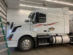 Check out these cool looking side decal son this big rig truck, lots of options to choose from Vinyl For Cars, Oracal Vinyl, Checkered Flag, Big Rig Trucks, Recreational Vehicles, Semi Trailer, Racing, Breeze, Decal