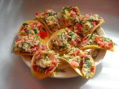 Chips appetizer: 7 options of the original .- Chips appetizer: 7 options for the original filling Mini Aperitivos, Mini Appetizers, Snack Recipes, Cooking Recipes, Snacks Für Party, Cooking Instructions, Canapes, Bruschetta, Bon Appetit