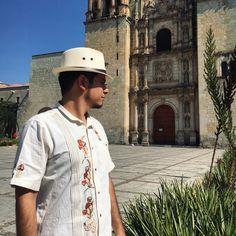 Creando tendencias  En Xána Ethnic Artists estamos abriendo mercado para los caballeros. Pregunta por los Modelos de Guayaberas traídas desde la Región Mazateca hacia cualquier parte de la República Mexicana.  #Oaxaca #arte #guayabera #xánaethicartists #parael #hombre #caballero #cañada #sierra