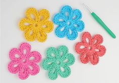 Easy flower crochet pattern will be a great inspiration for making crochet flowers. It is perfect for making a diverse detail for your crochet projects. Those can be applied for hats or shoes. It will be stronger when you bunt… Continue Reading → Crochet Flower Patterns, Crochet Patterns For Beginners, Crochet Flowers, Crochet Stars, Crochet Granny, Felt Flowers, Crochet Braids, Diy Crochet, Beginner Crochet