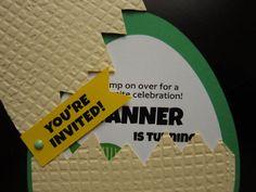 Invitación de huevo de dinosaurio por SassyPapier en Etsy