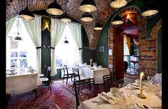 Il ristorante Djuret è situato a Gamla Stan ed è un ristorante per soli veri carnivori. Le specialità di questo ristorante di Stoccolma è di cucinare un animale per volta.