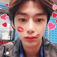 Hyungwon got attacked by kisses! I wish I was the one who attacked him