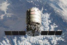 シグナス(Cygnus)。アメリカに本社を置くOSC(オービタル・サイエンシズ社)によって開発された無人宇宙補給機の一つ。ISS(国際宇宙ステーション)への物資補給を目的としているとのこと。重量は標準型で1,500kg。