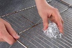 Aluminium gegen Schmutz ✔ Praktischer Trick ✔ Putzen leicht gemacht ✔ Alufolie als Haushaltshelfer ✔ Zum Tipp ➡ meinheimvorteil.