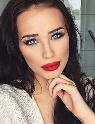 warm red lip