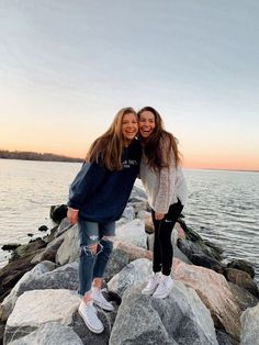 Lynn Mellema Lynn Mellema You are in the right place about vsco outfits videos Here we Cute Friend Pictures, Best Friend Photos, Best Friend Goals, Cute Photos, Friend Pics, Bff Pics, Summer Pictures, Beach Pictures, Insta Pictures
