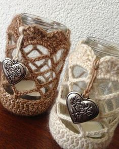 Wonderful Cost-Free Crochet pretty cases for glasses that you like as a homely looking tea light . - LIVING CULTURE Style Baskets are preferred for decorative purposes as well as can be used functionally for regulatory or Crochet Gifts, Cute Crochet, Crochet Jar Covers, Crochet Cushions, Crochet Home Decor, Crochet Kitchen, Jar Crafts, Crochet Accessories, Crochet Projects