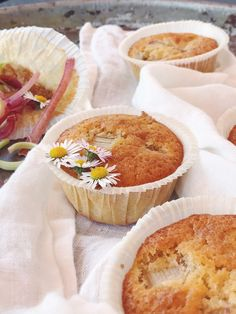 Rhubarb Tea, Rhubarb Syrup, Rhubarb Muffins, Fika, Dessert Recipes, Desserts, Nom Nom, Biscuits, Bakery