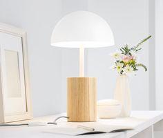 279,99 zł | Ta lampka stołowa otuli każde pomieszczenie ciepłym, przyjemnym światłem - a dzięki kształtowi grzybka nawet wyłączona doskonale się prezentuje.