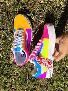 Slip On Tennis Shoes Outfits Vans Classics Cute Sneakers, Sneakers Mode, Sneakers Fashion, Shoes Sneakers, Custom Vans Shoes, Cool Vans Shoes, Vans Shoes Outfit, Cute Vans, Nike Wmns