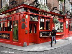 Fr.: Temple bar la place pour s'amuser à Dublin -------------------------------------- En. : Temple bar, the place for fun in Dublin -------------------------------------- Retrouvez l'article sur Que voir et que faire en Irlande: http://www.decouvertemonde.com/que-faire-en-irlande
