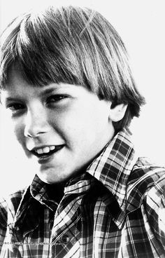 River Phoenix very young - possibly Seven Brides for Seven Brothers? River Phoenix, River I, Beautiful Boys, Gorgeous Men, Family Tv Series, My Own Private Idaho, Joaquin Phoenix, Famous Faces, Hollywood