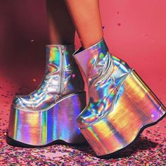 "1,025 Likes, 24 Comments - Attitude Holland (@attitudeholland) on Instagram: ""Introducing the new SLAY boots in hologram! Talll, comfy and super duper reflective! Shop now:…"""
