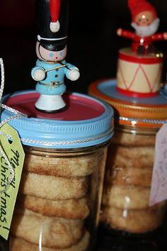 DIY cookie jars for Christmas, darling!