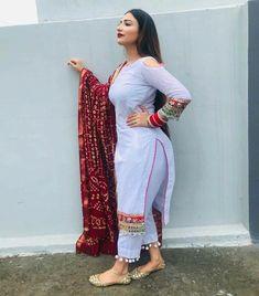 Punjabi dress hot punjaban Pakistani Fashion Casual, Punjabi Fashion, Indian Fashion, Kurti Neck Designs, Kurti Designs Party Wear, Stylish Dresses For Girls, Stylish Girl Pic, Saree Wearing Styles, Curvy Girl Outfits