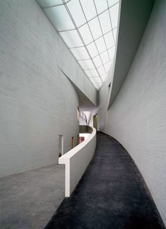 Interior view of Kiasma, the finish contemporary art museum, built between 1992 and in Helsinki, designed by Steven Holl Museum Architecture, Amazing Architecture, Architecture Details, Interior Architecture, Interior Design, Architecture Drawings, Steven Holl, Museum Of Contemporary Art, Modern Contemporary