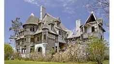 The Carleton Villa was built in 1894 for typewriter magnate William Wyckoff as a summer residence and large spot for entertaining. Wycoff's ...