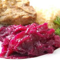Sweet and tart red cabbage is a colourful side dish, perfect alongside sausage and mash, as well as your Christmas turkey. This red cabbage recipe is dead easy thanks to the slow cooker! Slow Cooker Recipes, Cooking Recipes, Healthy Recipes, What's Cooking, Cooking Classes, Vegetable Recipes, Healthy Foods, German Red Cabbage Recipes, German Recipes