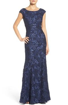 Xscape Embroidered Lace Mermaid Gown (Regular & Petite)