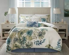 Awake in a tropical paradise with the new Lorelai 6-Piece King Size Comforter Set. Showcased against a crisp white background, adorned with gorgeous hues of green and blue create a lush coastal pattern of oversized tropical plants.