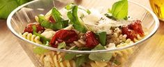 Langtidsbagte cherrytomater med sprød pasta