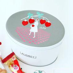 オードリーのお菓子グレイシア!花束みたいなお菓子のブーケ Afternoon Tea, Packaging Design, Illustration Art, Wraps, Sweets, Inspiration, Biblical Inspiration, Gummi Candy, Candy