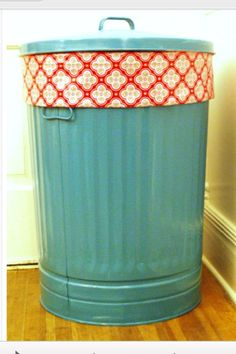 For the toy room.Painted trash can for stuffed animal storage! and 49 other gr. For the toy room…Painted trash can for stuffed animal storage! and 49 other great ideas Do It Yourself Design, Do It Yourself Baby, Do It Yourself Organization, Home Organization, Organizing Tips, Painted Trash Cans, Stuffed Animal Storage, Stuffed Animal Organization, Diy Home