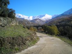 Valle de Ambroz (Caceres), #odalcaminar Country Roads, Mountains, Nature, Travel, Benefits Of Walking, Drive Way, Naturaleza, Trips, Viajes