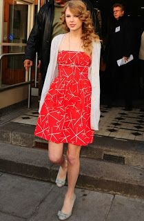 Gotta love Taylor Swift's cute, fun summer dress