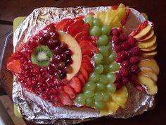 Healthy first birthday cake Habbibakes: Ta Dahh! First Birthday Cakes, Boy Birthday Parties, Birthday Ideas, Birthday Lunch, 8th Birthday, Hawiian Food, Food Trays, Fruit Trays, Fruit Plate