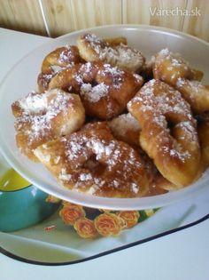 Slovenské fánky (fotorecept) - recept | Varecha.sk Cookie Recipes, Dessert Recipes, Desserts, Home Baking, Pretzel Bites, Ham, French Toast, Food And Drink, Yummy Food