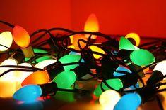 Old fashioned christmas light bulbs - 3 PHOTO! Old Fashioned Christmas Lights, Vintage Christmas Lights, Christmas Light Bulbs, Christmas Makes, Christmas Past, Outdoor Christmas, All Things Christmas, Winter Christmas, Xmas Lights
