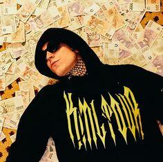 #niktendo#sedm#goldcigo Aesthetic Wallpapers, Rap, Celebrity, Gold, Wraps, Celebs, Rap Music, Famous People, Yellow