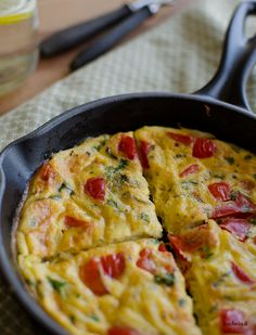 Frittata z papryką Frittata, Diy Food, Macaroni And Cheese, Brunch, Food And Drink, Vegetarian, Tasty, Meals, Cooking