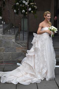 Michelle Hunziker trug einen Traum aus Spitze von Designer Antonio Riva um ihren Tomaso Trussardi zu ehelichen.