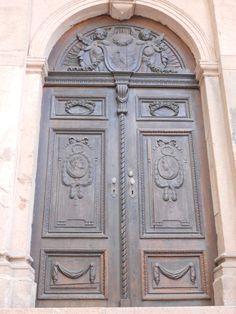 Door on the side of the Heidelberg Holy Ghost Church. (Heilige Gheist Kirsh)