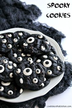 The perfect cookie for Halloween! A yummy double chocolate chip cookie topped wi… Sponsored Sponsored The perfect cookie for Halloween! A yummy double chocolate chip cookie topped with candy eyeballs that looks like eyes peeking out at night at you! Halloween Cupcakes, Bolo Halloween, Pasteles Halloween, Dessert Halloween, Halloween Cookie Recipes, Fun Halloween Treats, Hallowen Food, Spooky Treats, Halloween Food For Party