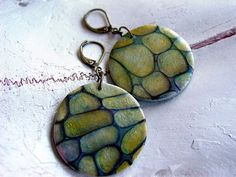 This polymer clay tutorial will teach you how to use alcohol inks, pearl ex powders, gold leaf and a texture plate to create unique, one of a kind jewelry. I call this tutorial Rocky Path. There are 11 steps in this tutorial and some knowledge of polymer clay is suggested. I have included several pictures of finished jewelry pieces, too. This tutorial was written in 2009, so the original texture plate (Nature walk by Sculpey) is difficult to find.  You will need these tools: A pasta machine…