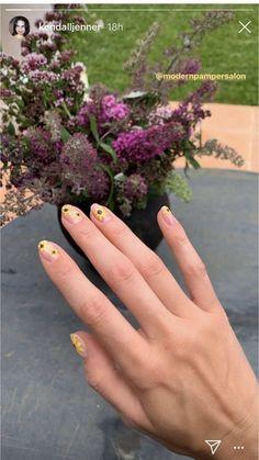 Glitter Gel Nails, Cute Acrylic Nails, Nail Manicure, Art Nails, Kendall Jenner Nails, Rihanna Nails, Nails Ideias, Sunflower Nail Art, Subtle Nail Art