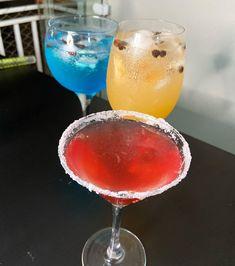 Drinks da @danibirita no @rangotv_oficial de ontem. De segunda a sexta tem @rangotv_oficial em 3 horários ao vivo com muita comida boa e drink. Segue eles pra acompanhar de perto essas delícias. #bebidaliberada #rangotv #drink #drinks #paposedrinks Vivo, Margarita, Tableware, Glass, Instagram, Close Up, Living Alone, Food, Dinnerware