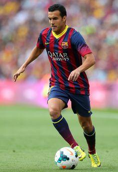 Fútbol es muy importante en España. Muchas personas juegan este deporte. Julio juega fútbol para el equipo.